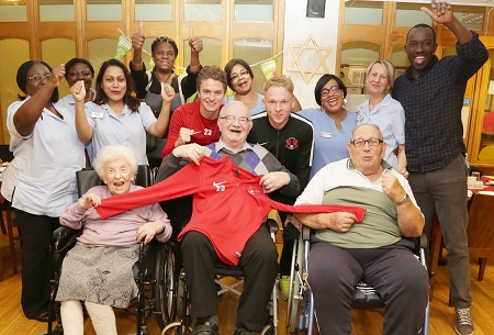 Leighton Orient players bring a cheer to Jewish Care residents