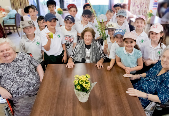 Etz chaim primary school visit jewish care residents at clore manor for succot final listing
