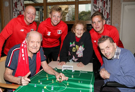 Residents at vi   john with leyton orient players r to l howard gould  josh wright  leonard berger. arlene conway  jordan maguire drew  alan shaw 2resize listing