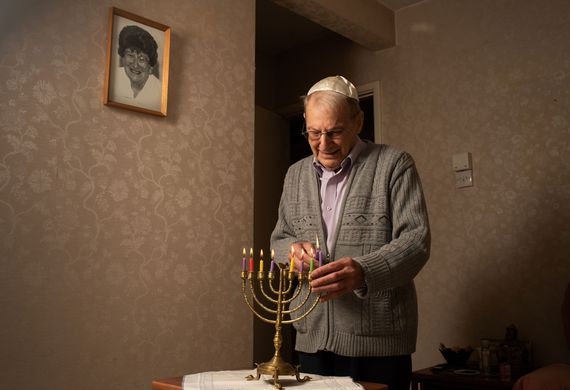 Jewish care brings light to leslie barnett who receives jewish care's meals on wheels listing